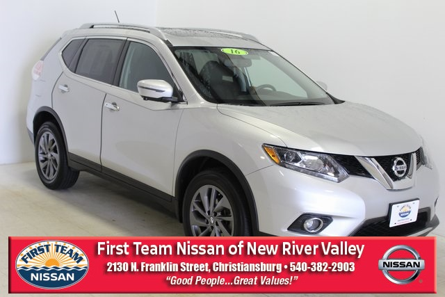 First Team Nissan >> Pre Owned 2016 Nissan Rogue Sl Awd With Navigation Awd